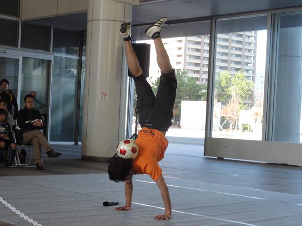 シンボルタワーでサッカーしよう6
